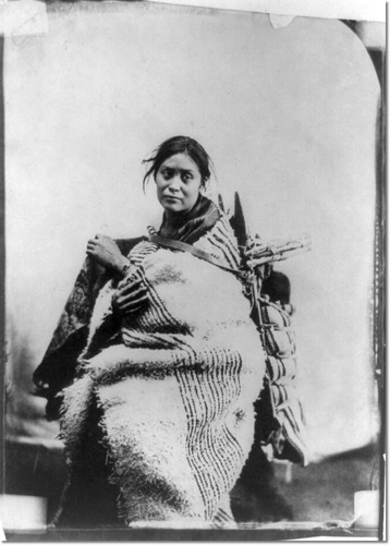 Navajo woman with child courtesy indianpictures.blogspot.com