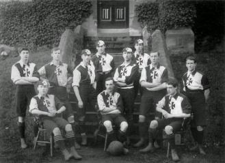 Malvern_College_football_team_1900