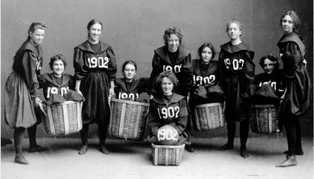 Smith-College-Class-1902-basketball-team
