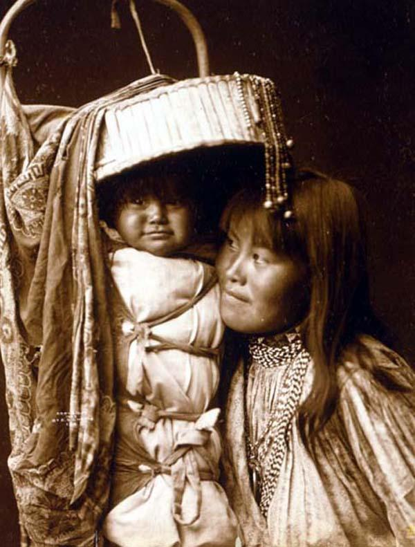 apache-girl-with-papoose